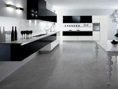 une jolie cuisine laquéе noire sol en carrelage gris