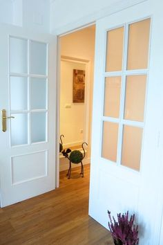 Pintar las puertas de tu hogar con chalk paint Dream Home Design, My Dream Home, House Design, Painted Doors, Small Rooms, Interior Design Inspiration, French Doors, Chalk Paint, Sweet Home