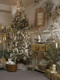 "Christmas Tree ... Loved this ""at first glance"" ~ then I really ""saw the theme!"" Love just the neutrals/white, would replace a few of the owls (nothing against owls [!] or even birds [!]). These are just a little too many for me for Christmas (esp. w/the big pic on the mantle)!"