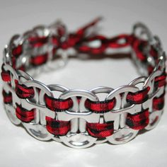 Can tabs bracelet, make this from pop tabs, Soda Tab Crafts, Can Tab Crafts, Bottle Cap Crafts, Tape Crafts, Can Tab Bracelet, Pop Top Crafts, Redneck Crafts, Pop Can Tabs, Jewelry Crafts