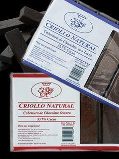 Criollo Natural  Chocolate con Leche, 32,7% Cacao Chocolate Oscuro, 53,7% Cacao   Es un chocolate firme en sabor de cacao con un balance de dulce que hace recordar la tradición de chocolate en Venezuela. Es un chocolate ideal para todo tipo de repostería y también para disfrutar directamente.