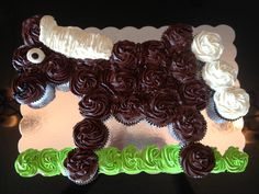 Easy Horse Shape Cupcake Cake.  Horse theme  Birthday Party.  Not many colors and so easy to arrange.