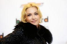 """Τα καλύτερα σχόλια απέσπασε η λαμπερή εμφάνιση της Madonna -όχι ως προς τα gothic ρούχα που επέλεξε-, στη χθεσινή τιμητική βραδιά για τον αγαπημένο μάνατζερ πολλών σταρ του Χόλιγουντ και διευθύνων σύμβουλο της """"Creative Artists Agency"""", Bryan Lourd. Το event πραγματοποιήθηκε στο «Lincoln Center» της Νέας Υόρκης και η 55χρονη βασίλισσα της ποπ, επέλεξε ένα [...]"""