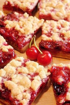 Cherry Pie Crumble Bars - Best Ever ~ The best cherry bars ever! Luscious cherry crumble bars with homemade or prepared tart cherry pie filling and a crust that tastes like pie pastry! Cherry Pie Crumble, Tart Cherry Pies, Cherry Pie Bars, Delicious Desserts, Yummy Food, Dessert Recipes, Kabob Recipes, Fondue Recipes, Nutella Recipes