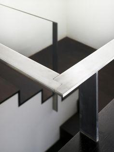 Casa A5 / CSA arquitectura - © Hector Santos-Diez...love that handrail detail!