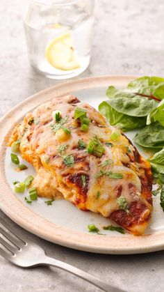 Get dinner on the table fast with these easy, cheesy Mexican stuffed chicken breasts. Like it on the spicy side? Use shredded pepper Jack cheese instead of the mozzarella! Mexican Chicken Recipes, Mexican Dishes, Mexican Shrimp, Shrimp Recipes, Breast Recipe, Stuffed Chicken, Food For Thought, Chicken Breasts, Cooking Recipes