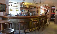 ZANGO - 58 rue Daguerre - 75014 - Bar très sympa du 14eme axé sur le voyage et la découverte. Tout les dimanches, un groupe de musique est présent .