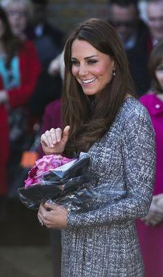 Grávida de quatro meses, Kate Middleton visita a Hope House, um centro de recuperação para viciados em Londres - http://glo.bo/VtfgnA (Foto: AP Photo/Matt Dunham)