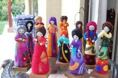 muñecas de fieltro agujado - Buscar con Google Nuno Felting, Needle Felting, Felt Penguin, Plastic Bottle Crafts, Felt Fairy, Waldorf Dolls, Felt Dolls, Diy Doll, Wool Felt
