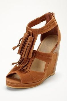 Ascot Wedge- I have these bugt in a beige color!
