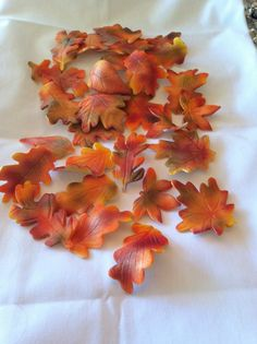 Edible autumn leaves - cake decoration