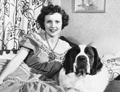 Betty White and her St Bernard Classic Hollywood, In Hollywood, Bold And The Beautiful, Simply Beautiful, Beautiful Women, Work With Animals, Betty White, Golden Girls, Golden Age
