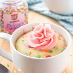 Vanilla Mug Cake. This easy vanilla mug cake is made in the microwave and ready in minutes! It's moist with a delicious vanilla flavor and tons of sprinkles. Best Mug Cake Recipes, Mug Recipes, Dessert Recipes, Steak Recipes, Baking Recipes, Yummy Recipes, Mug Cake Microwave, Microwave Recipes, Weight Watchers Desserts