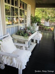 like the pillows in the chairs. Cottage Porch, Marquise, Outside Living, Veranda, Porch Decorating, Porch Swing, Outdoor Rooms, Country Porches, Back Porches