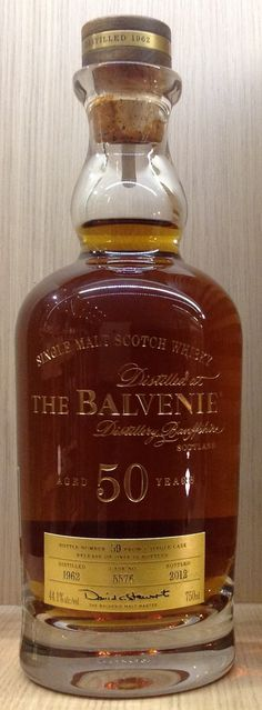 Balvenie 50yo 44.1% Whiskey Or Whisky, Whiskey Cocktails, Single Malt Whisky, Scotch Whiskey, Cocktail Drinks, Fun Drinks, Whiskey Bottle, Alcoholic Drinks, Whiskey Girl