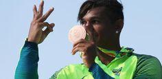 Isaquias Queiroz conquista a medalha de bronze na canoagem C1-200m