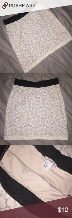 H&M White Lace Skirt *Only worn once 🔹 cute skirt with lace detail 🔹 in great condition 🔹 Size US 8 H&M Skirts Pencil