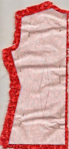Espalda sobre el tejido doble y al hilo, se anulan pinzas.