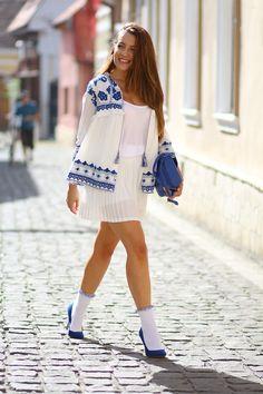 and heels socks with heels// feminine look Sandra Bendre socks with heels// feminine look Sandra Bendre White Knee High Socks, Hot High Heels, Frilly Socks, Lace Socks, Heels Outfits, Hot Outfits, Outfit Jeans, Hot Wheels, Socks And Heels