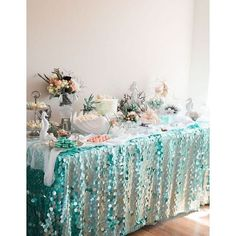 Under the Sea Sweet Table from a Majestic Under the Sea Birthday Party on Karas Party Ideas 42 Kindergeburtstag feiern Ideen zur Motto Party Arielle Meerjungfrau Unter d. Mermaid Theme Birthday, Little Mermaid Birthday, Little Mermaid Parties, Girl Birthday, Mermaid Themed Party, Birthday Table, Mermaid Party Games, Mermaid Party Invitations, 1st Birthday Parties