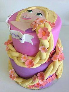 gâteau anniversaire original: la princesse de Disney Raiponce