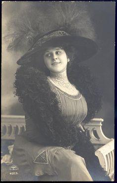 1910 - She reminds me of one of Madam Fannie Porter's girls - Greta