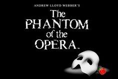 El bombón de GerardButler  se esconde detrás de una máscara, debajo del escenario, componiendo la música que resuena en la ópera de Parí...