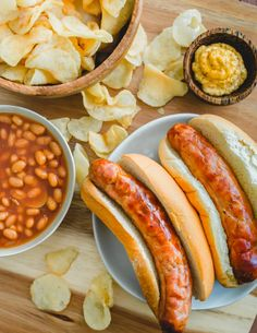 Brats cooked in the air fryer in buns with baked beans and potato chips. Entree Recipes, Delicious Dinner Recipes, Sausage Recipes, Brunch Recipes, Appetizer Recipes, Air Fryer Recipes Breakfast, Friend Recipe, Tailgating Recipes, Kitchen Recipes