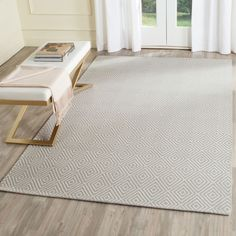 WIL715D Rug from Wilton collection.  Wilton area rug - W715D - from Safavieh, designed in 18th century English Wilton motif, colored gray, made from pure wool and viscose.