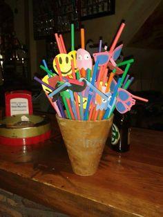 ideas fiestas temáticas 80,pajitas ochenteras