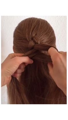 Girl Hairstyles 519813981992112145 - Check out my beauty horoscope app, link is attached! Braiding Your Own Hair, Hair Upstyles, Hair Braider, Hair Videos, Hair Hacks, Braided Hairstyles, Summer Hairstyles, Lazy Girl Hairstyles, Easy Everyday Hairstyles