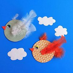 Make beautiful birds with your kids using obsolete CDs or DVDs! A fun craft to wrap up summer.