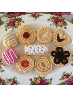 crochet flower patterns Hello, its a platter of hand-crafted crocheted afternoon tea time delights! The pattern includes grandmas traditional sugar cookie, finger lace sugar co Crochet Cake, Crochet Amigurumi, Crochet Food, Knit Crochet, Ravelry Crochet, Crochet Birds, Crochet Slippers, Knitting Patterns, Crochet Patterns