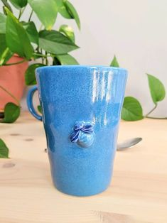 Blue bees on my mug 🐝 Greek Sea, Greek Blue, Porcelain Dinnerware, Pink Daisy, Porcelain Jewelry, Touch Of Gold, Stoneware Clay, Bees, Jewelry Collection
