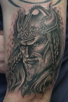 Amazing man life like tatoo, Viking with horns so real looking.!