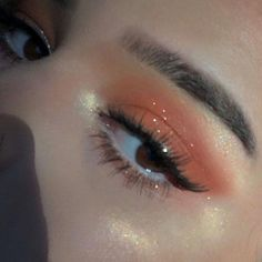orange sparkly smokey eye makeup #smokeyeyemakeup #orangeeyeshadow #makeuplooks #eyemakeupsmokey #EyeMakeupCutCrease Makeup Eye Looks, Smokey Eye Makeup, Pretty Makeup, Skin Makeup, Eyeshadow Makeup, Beauty Makeup, Eyeshadow Palette, Sleek Makeup, Glossy Makeup