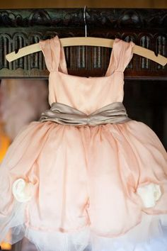 Peach wedding inspiration. Photography by http://www.victoriaphippsphotography.co.uk/