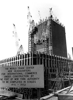 View of the World Trade Center under construction, with a sign announcing the completion schedule, circa New York City, World Trade Center, Trade Centre, Old Pictures, Old Photos, Photographie New York, 11 September 2001, Photos Rares, Ville New York, North Tower