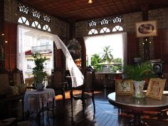 Ancestral home, in Sariaya, Quezon. Filipino Interior Design, Asian Interior, Tropical Interior, Interior And Exterior, Philippine Architecture, Filipino Architecture, Art And Architecture, Old House Design, Dream Home Design