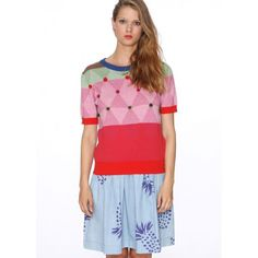 Knit sweater, short sleeves. Ribbed point in neck, cuffs and bottom. Diamond print and pompoms in red, pink, green and blue.