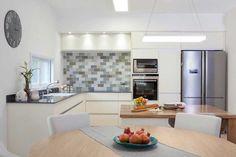 ביי ביי קלאפה: ושלום למדפים הפתוחים במטבח | בניין ודיור