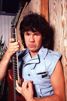 Gary Moore Born: April 4, 1952, Belfast, Northern Ireland, UK Died: February 6, 2011, Estepona, Spain Cause of death: Heart failure in his sleep