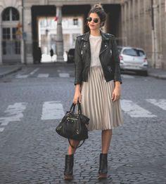 A saia plissada é definitivamente a tendência mais forte dos últimos tempos. Mas como usar essa peça tão bonita de forma harmoniosa no seu corpo?
