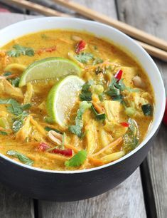 Thai ramen soup with chicken - .- Thai ramen soup with chicken – – # Elna'sHühneruppe Thai ramen soup with huh Crockpot Recipes, Soup Recipes, Chicken Recipes, Cooking Recipes, Healthy Recipes, Indian Food Recipes, Asian Recipes, Ethnic Recipes, Pollo Thai
