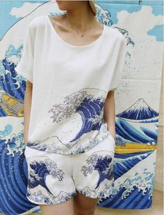 FineArt Collection.These T-shirts are inspired by Hokusai's The WAVE and Japanese traditional painting. We also have these 5 colors shorts that match the T-shirt available in the shop.Chiffon fabric, a little bit sheer, good for spring/summer seasonThe back is ...