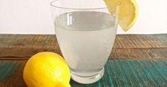 De meeste mensen zetten als ze uit hun bed komen eerst een kop koffie, maar je kunt beter een glas citroenwater drinken, en wel hierom!