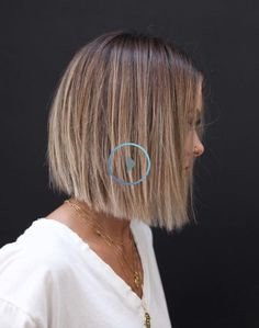 BLUNT Check more at mittellanges haar longbob farbe soft. Medium Bob Hairstyles, Hairstyles With Bangs, Straight Hairstyles, Male Hairstyles, Fancy Hairstyles, Bob Haircut For Fine Hair, Haircut Bob, Blunt Bob Haircuts, Blunt Haircut