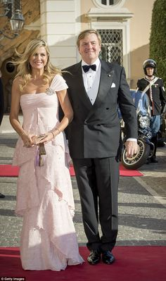 King Willem-Alexander looked dapper as he escorted his wife along the red carpet in a tux