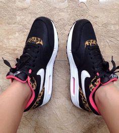 Nike shoes Nike roshe Nike Air Max Nike free run Nike USD. Nike Nike Nike love love love~~~want want want! Nike Shoes Cheap, Nike Free Shoes, Nike Shoes Outlet, Running Shoes Nike, Cheap Nike, Nike Air Max, Air Max 97, Nike Outfits, Cute Shoes