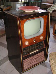 A Console Television is a type of CRT television most popular in but not exclusive to the United States Console CRT televisions are distinguished from stan Radio Vintage, Antique Radio, Vintage Tv, Vintage Antiques, Tvs, Vintage Television, Television Set, Radios, Old Stove